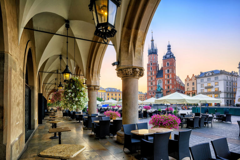 St Mary S Basilica And Main Market Square In Krakow Poland On Sunrise Mein St 228 Dtetrip
