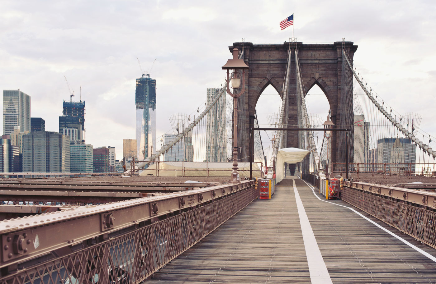 Blick auf die Brooklyn Bridge in New York City
